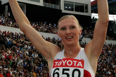Yuliya Pechonkina of Russia celebrates winning gold in the 400m Hurdles (Getty Images)