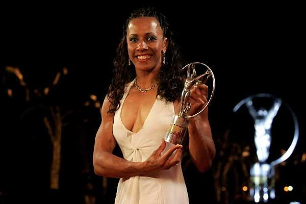 Kelly Holmes with the Laureus World Sportswoman of the year award (Getty Images)