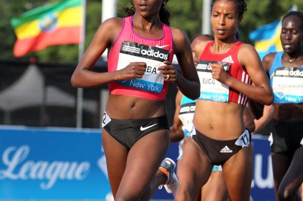 Tirunesh Dibaba biding her time in the New York 5000m (Victah Sailer)