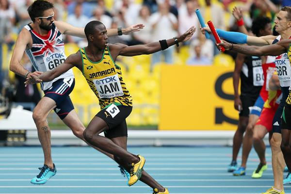 Jamaica and Great Britain in action in the 4x400m (Getty Images)