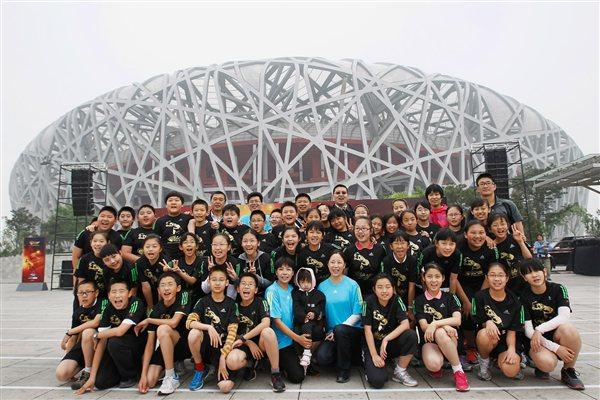 Group picture of some of the participants at the '100 Kids - 100 metres - 100 years' event in Beijing Olympic Park to celebrate the year of the IAAF Centenary (Getty Images)