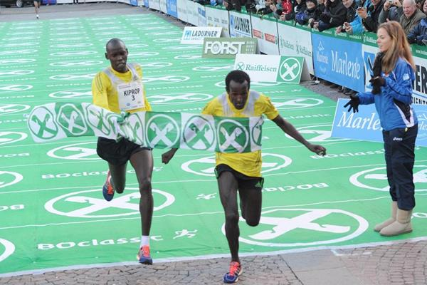 Imane Merga just beating Wilson Kiprop at the 2013 BoClassic on New Year's Eve  (Organisers)