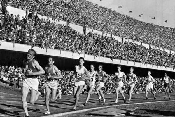Emil Zatopek at the 1952 Olympics (Getty Images)