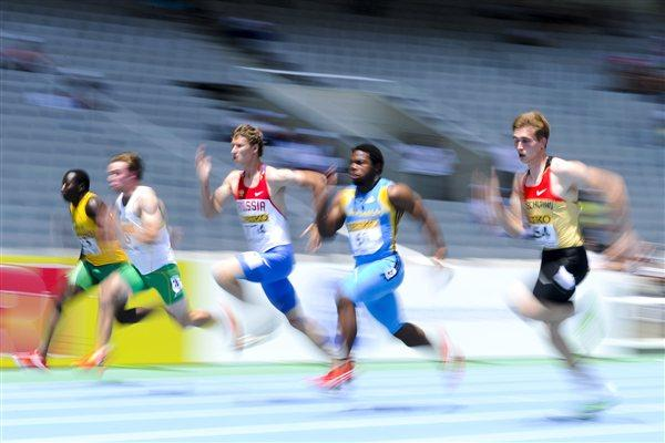 Athletes compete during the Men's 100 metres qualification heat on the day one of the 14th IAAF World Junior Championships in Barcelona on 10 July 2012 (Getty Images)