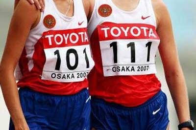 Olga Kaniskina (101) and Tatyana Shemyakina (111) wins the 20km Race Walk (Getty Images)