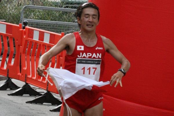 Shinji Nakadai (JPN) wins the 2010 IAU World 100km Champs in Gibraltar (Jan Vandendriessche)
