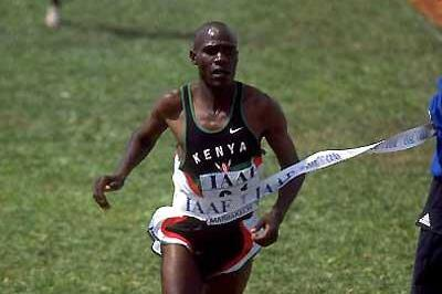 John Kibowen winning the short course race at the 1998 World Cross Country Champs (Getty Images)