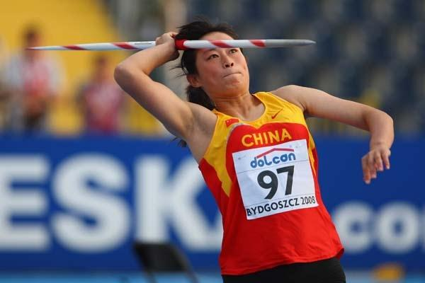 Lingwei Li of China on her way to silver at the 2010 World junior championships (Getty Images)