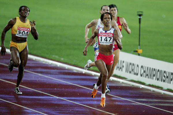 Zulia Calatayud of Cuba sprints to the finish of the women's 800m (Getty Images)