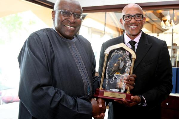 IAAF president Lamine Diack presents Frankie Fredericks with a commemorative crystal trophy (Laurel)