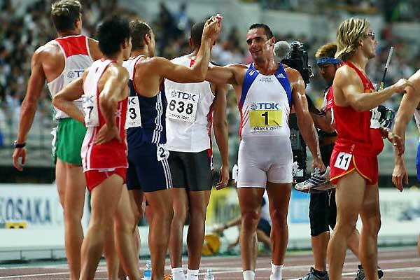 Sebrle congratulated by his opponents in the Decathlon (Getty Images)