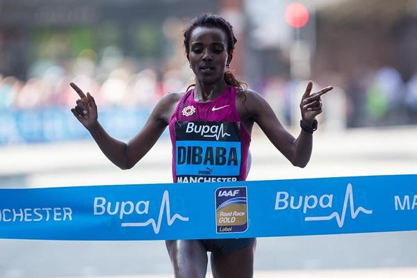 Tirunesh Dibaba wins at the Bupa Great Manchester Run 2014 (Great Run / Dan Vernon)