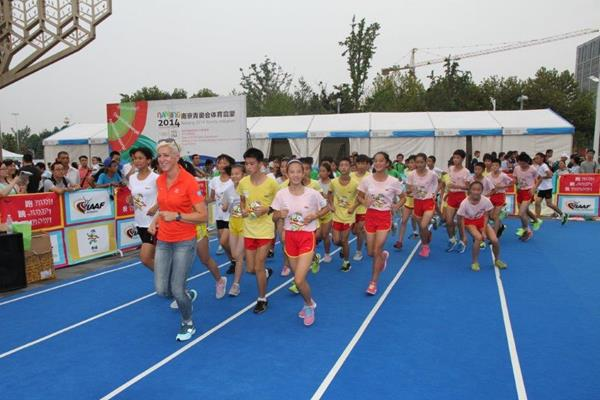 Kajsa Bergqvist at Kids' Athletics event in Nanjing (IAAF)