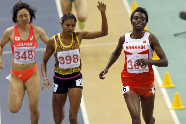 Marta Hirpato winning the 800m at the 2016 Asian Indoor Games (Organisers)