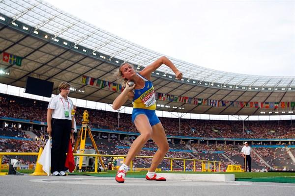 Ukraine's Olympic Champion Nataliya Dobrynska achieves the longest shot put of the Heptathlon (Getty Images)