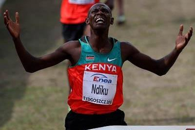 Caleb Ndiku celebrates winning the men's junior cross country race in Bydgoszcz (Getty Images)