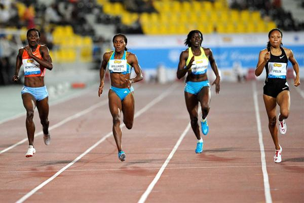 Allyson Felix (far right) and Amantle Montsho (far left) battle for victory in the 400m (Jiro Mochizuki)