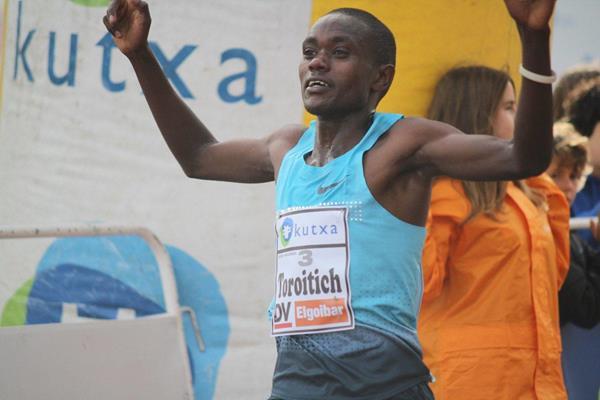 Timothy Toroitich wins the men's race in Elgoibar (Alfambra Fundación ANOC)