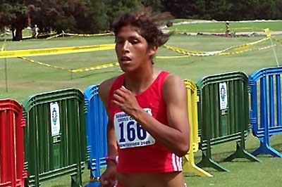 Peru's Yessica Quispe winning the 2005 South American Junior Women's Cross Country title (Consudatle)