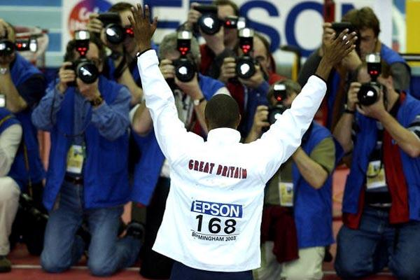 Colin Jackson (GBR) bids farewell to the media and the crowd (Getty Images)