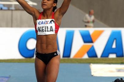 "Keila Costa celebrates her win at the ""XXVIII Troféu Brasil Caixa de Atletismo"" (Publius Vergilius/CBAt)"