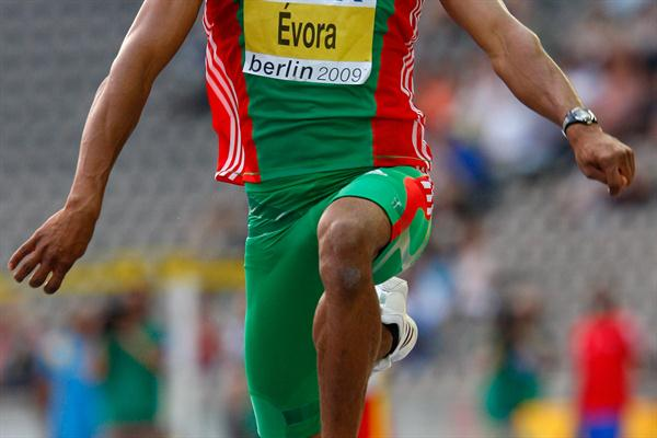Olympic Champion Nelson Évora of Portugal in the men's Triple Jump final at the 12th IAAF World Championships in Athletics (Getty Images)