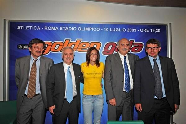 At a Golden Gala press conference - Meeting Director Luigi D'Onofrio, Italian Olympic Committee General Secretary Raffaele Pagnozzi, Antonietta Di Martino, Fidal President Franco Arese, and Alessandro Cochi, Sports Council Delegate for the city of Rome. (Golden Gala)