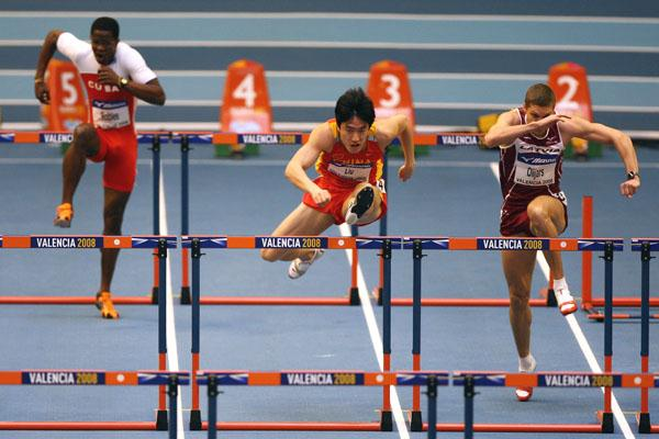 Dayron Robles tries to catch up with Liu Xiang after thinking there had been a false start in the men's 60m hurdles heats (Getty Images)