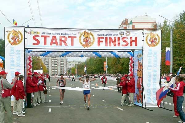 Vladimir Kanaykin wins in a 20km World record in Saransk (Paul Warburton)