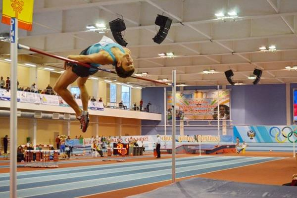 Ivan Ukhov clears a world-leading 2.38m in Novocheboksarsk (Organisers)