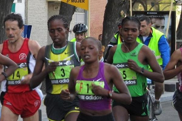 Desta Girma Tadesse en route to a successful title defence at the 2011 Madrid Marathon (Mareas)