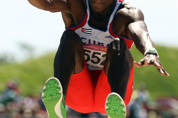 Leonel Suarez long jumping in the Decathlon at the 2011 Pan American Games (Getty Images)