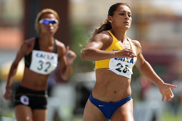Ana Claudia Lemos Silva winning at the 2013 Grande Premio Brasil/Caixa Governo de Para de Atletismo in Belem (Wagner Carmo/CBAt)