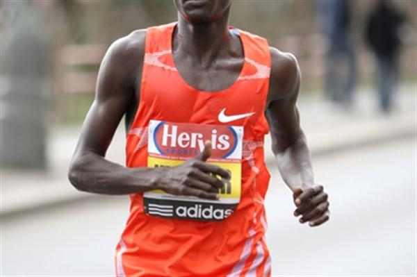 Joel Kemboi on his way to winning the 2010 Hervis Prague Half Marathon (Victah Sailer)