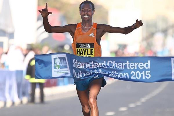 Lemi Berhanu Hayle wins the 2015 Standard Chartered Dubai Marathon (Giancarlo Colombo)