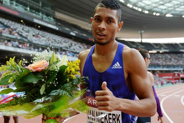 Wayde van Niekerk at the 2015 IAAF Diamond League meeting in Paris (Jiro Mochizuki)