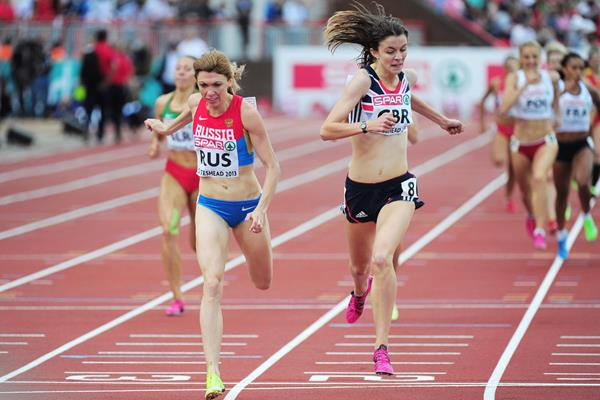 Jessica Judd holds off Yekaterina Sharmina in the 800m at the 2013 European Team Championships (Getty Images)