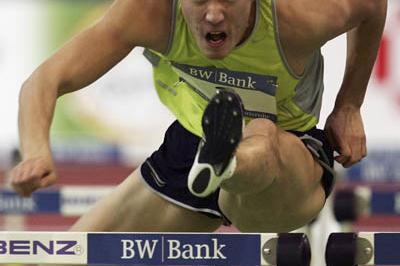 Liu Xiang en route to his 7.42 Asian record in Karlsruhe (Bongarts)