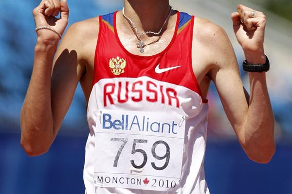 Valery Filipchuk of Russia sets a World Junior leading time to win the 10,000m walk (Getty Images)