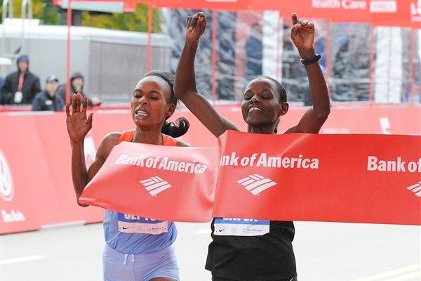 Atsede Baysa (R) edges Rita Jeptoo in Chicago (Getty Images)