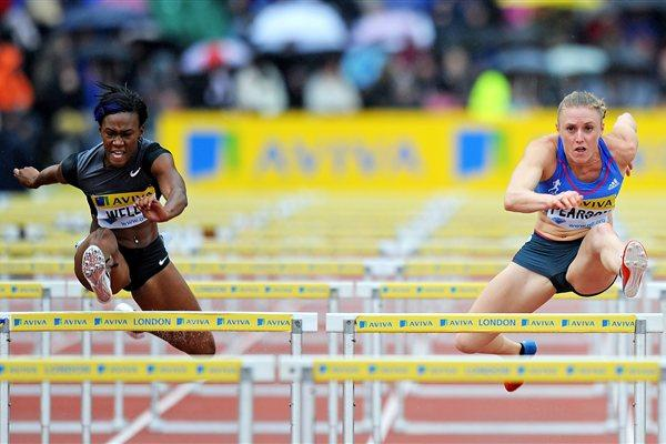 Kellie Wells duels with Sally Pearson in Crystal Palace (Mark Shearman )