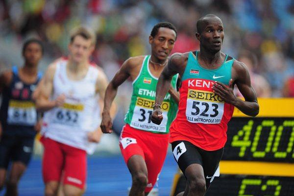 Leonard KIRWA KOSENCHA of Kenya (R) in action during the Boys 800 metres semi final - Day Two - WYC Lille 2011 (Getty Images)