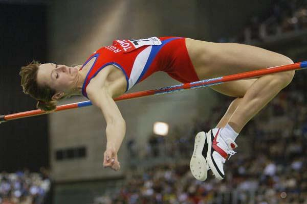 Yelena Slesarenko clears 2.04m and wins the World High Jump indoor title (Getty Images)