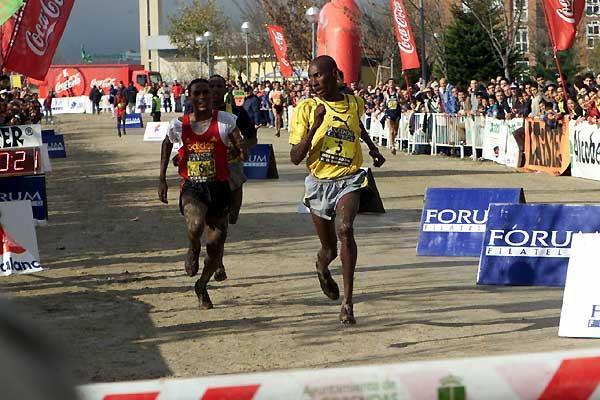 John Yuda of Tanzania wins the 2003 Alcobendas Cross Country (Juan Carlos Tirado Garcia)