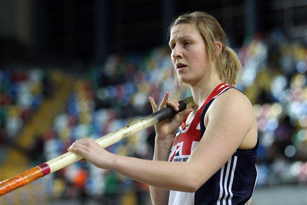 Holly Bleasdale of Great Britain warms up prior to the Women's Pole Vault Final during day three - WIC Istanbul (Getty Images)