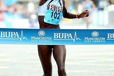 Lornah Kiplagat's jubliant celebration as she wins in Manchester (Mark Shearman)