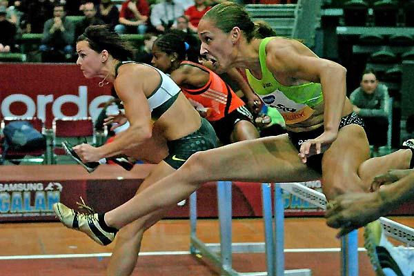 Susanna Kallur leads the field in the 60m Hurdles at the SamsungGalan in the Scandinavium Arena (Hasse Sjögren)