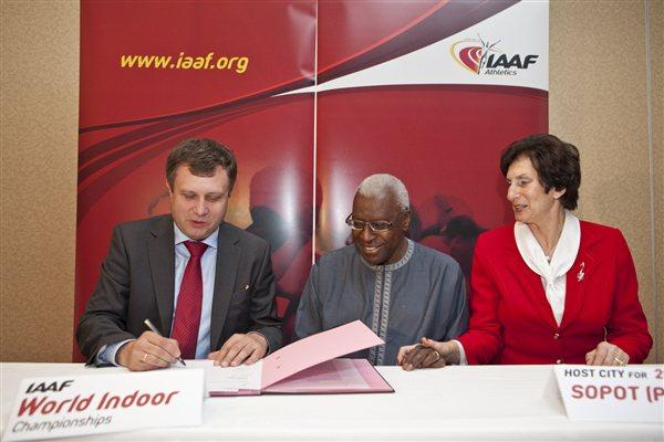 Signing ceremony for the 2014 World Indoor Championships to be hosted by Sopot, Poland: , IAAF President Lamine Diack, and IAAF Council Member Irena Szewinska (Philippe Fitte)