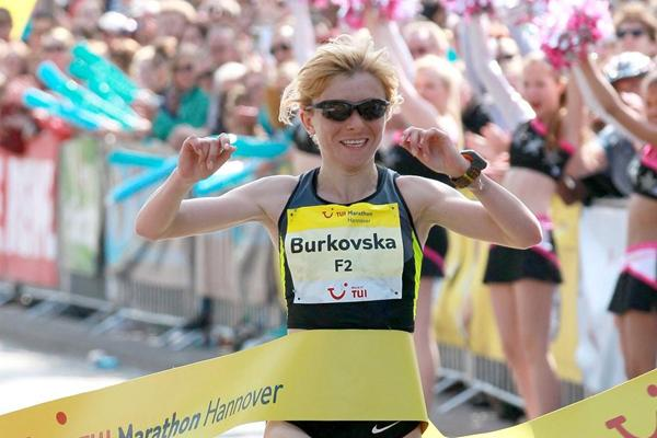 Ukraine's Olena Burkovska wins at the 2013 Marathon Hannover (Victah Sailer / www.photorun.net - organisers)