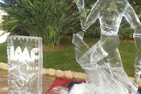 Ice sculpture of a runner and IAAF logo at the IAAF Centenary party at the Palace (IAAF)
